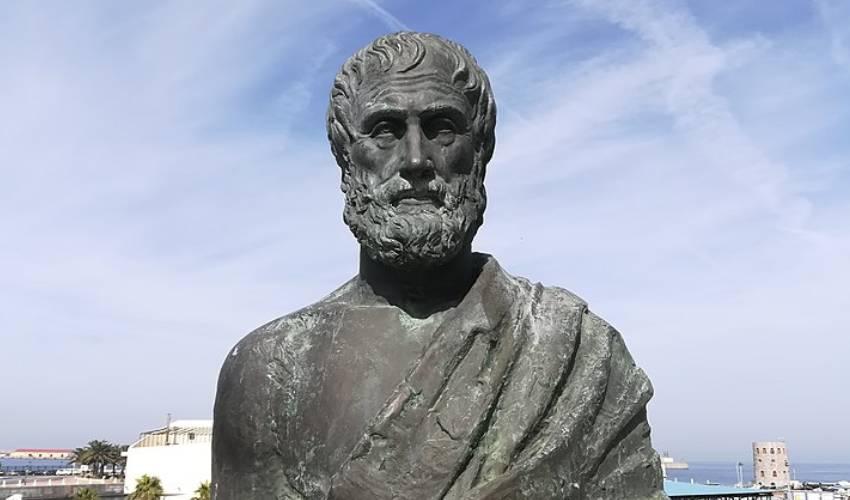 Aristóteles: vida, obra, filosofía y política